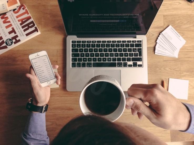 enterpreneur drinking coffee phone roaming