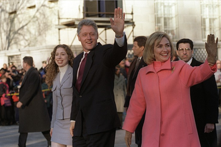 Bill Clinton, Hilary Clinton és lányuk, 1997. (wikipedia.org)