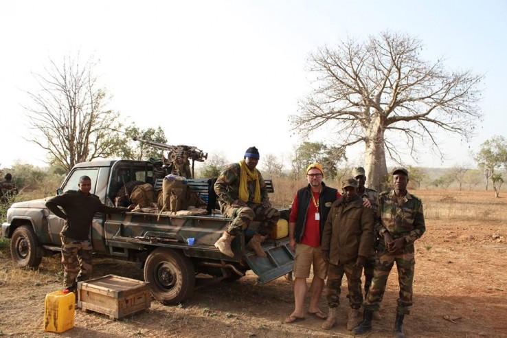Mindenki biztonságban érezhette magát, fegyveres katonák kísérték a csapatokat.